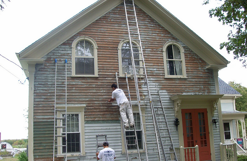 the best time of year to paint the exterior of your house